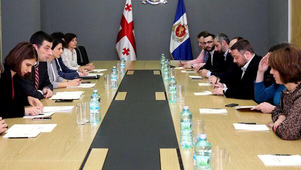Глава МВД Грузии Георгий Гахария провел встречу с представителям грузинских НПО - Sputnik Грузия