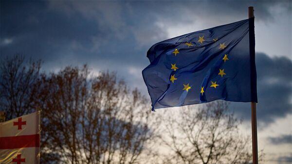 Флаг Евросоюза на площади Европы в столице Грузии - Sputnik Грузия