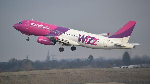 Самолет компании Wizz Air  совершает взлет - Sputnik საქართველო