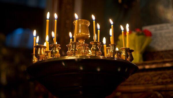 Горящие свечи в Метехской церкви - Sputnik Грузия