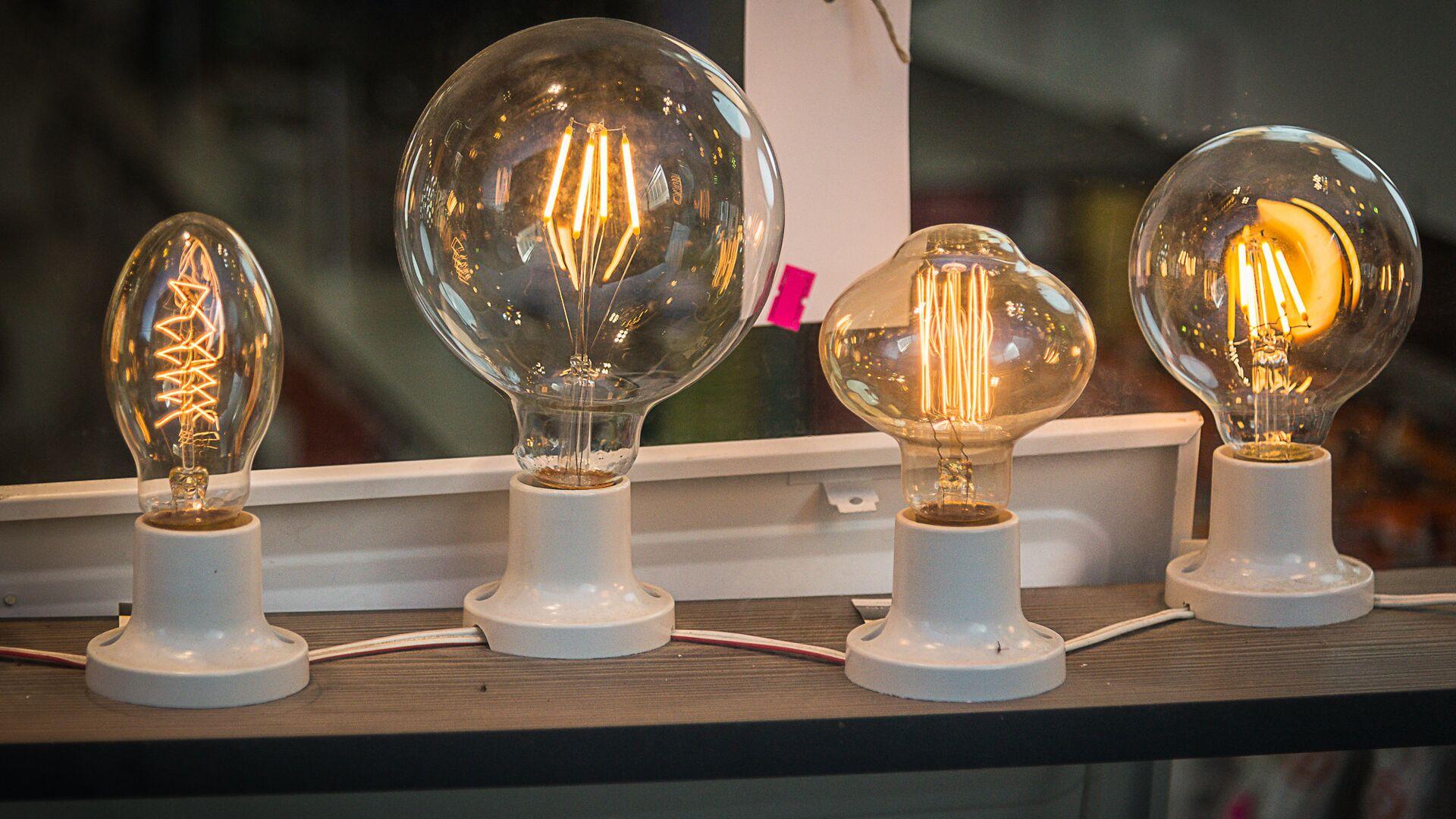 Электричество и электрические лампочки. Строительный рынок Элиава  - Sputnik Грузия, 1920, 01.10.2021