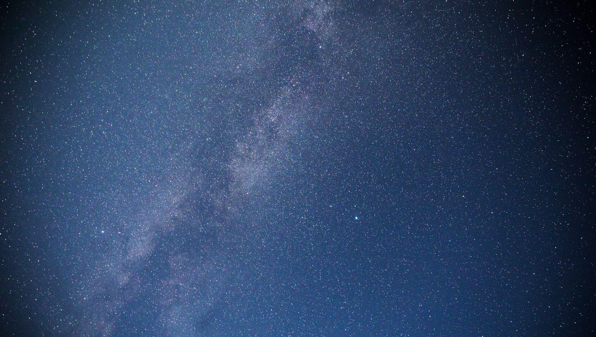 Звездное небо, наблюдаемое в Краснодарском крае во время метеорного потока Персеиды - Sputnik Грузия, 1920, 26.03.2021