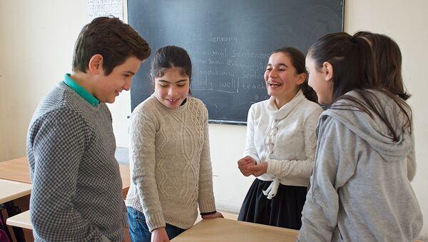 Ученики одной из грузинских государственных школ - Sputnik Грузия
