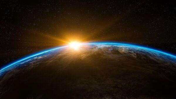 Восхождение солнца над землей в открытом космосе - Sputnik Грузия
