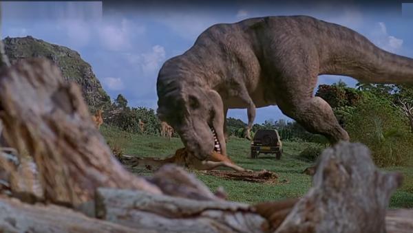 """ვიდეოკლუბი: რა უნდა """"სუზუკის"""" დინოზავრებთან? - ძველი ავტოს პერსონალური რეკლამა ერთ დღეში 4 მლნ ნახვით - Sputnik საქართველო"""