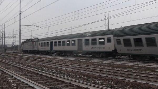 Поезд, следовавший из Кремоны в Милан, сошел с рельсов - Sputnik Грузия