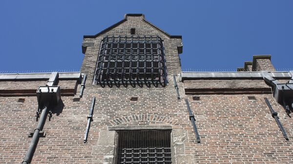 Решетки на окнах здания тюрьмы  - Sputnik Грузия