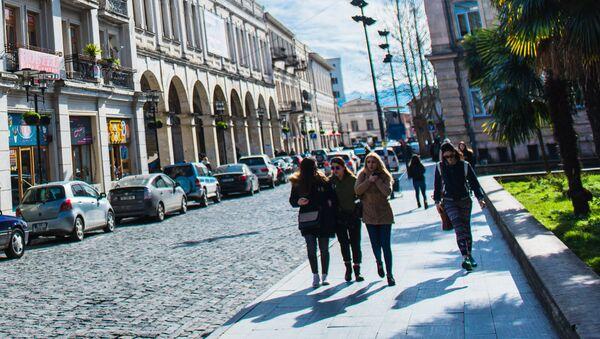 Прохожие на улице в Кутаиси - Sputnik Грузия