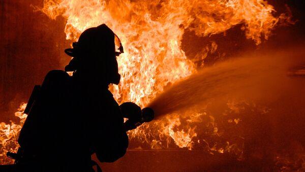 Пожарник на месте ЧП - Sputnik Грузия