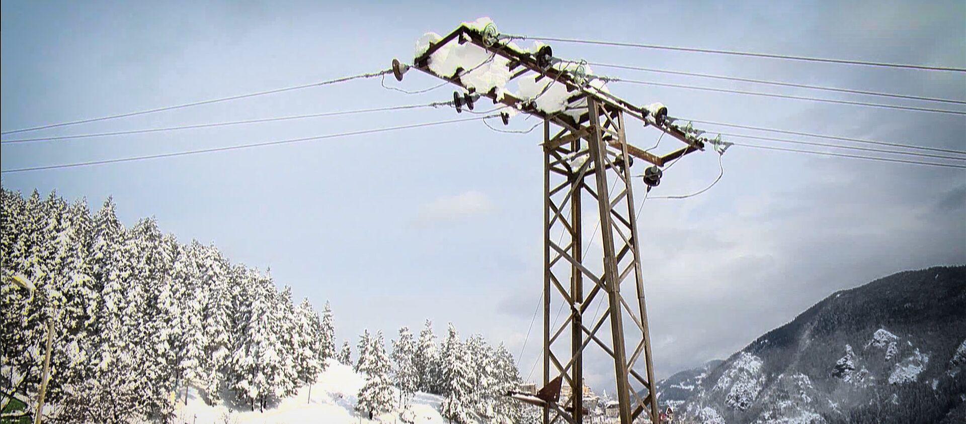 Высоковольтная линия электропередач зимой в высокогорном Хулойском районе Аджарии - Sputnik Грузия, 1920, 17.02.2021