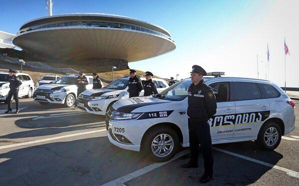 МВД Грузии получило в дар от правительства Японии 96 новых машин - Sputnik Грузия