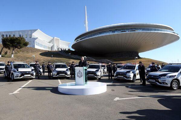 Эти автомобили изначально предназначались для правительства Грузии, однако позже кабмин принял решение передать их департаменту патрульной полиции, отметил в своем выступлении премьер-министр Георгий Квирикашвили - Sputnik Грузия