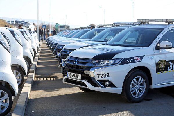 Среди переданных машин: 45 гибридов и 51 электромобиль - Sputnik Грузия