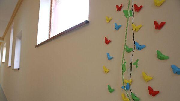 ბზარი 33-ე საბავშვო ბაღის კედელზე - Sputnik საქართველო