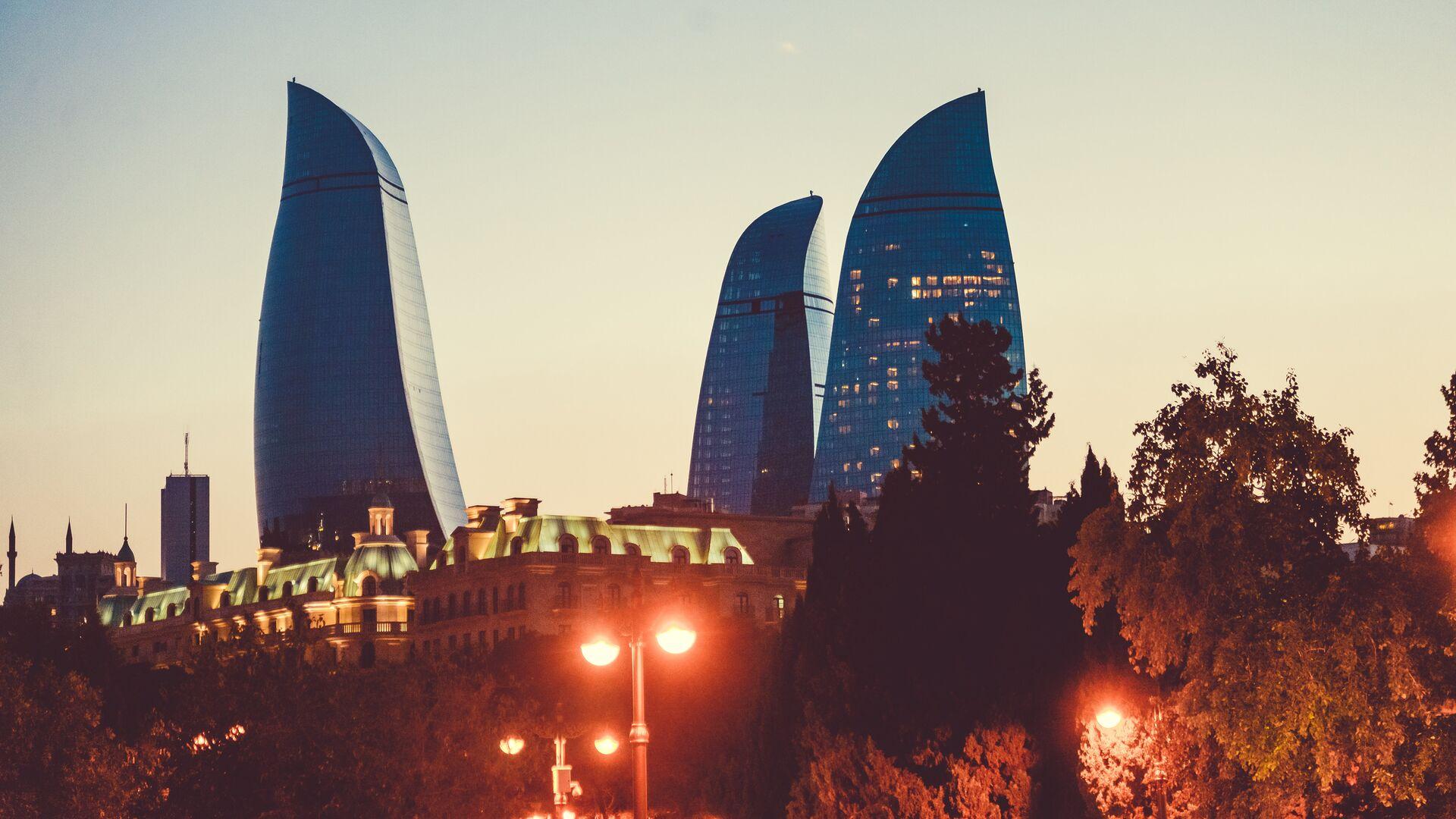 Пламенные башни и вечерние огни Баку - Sputnik Грузия, 1920, 29.09.2021