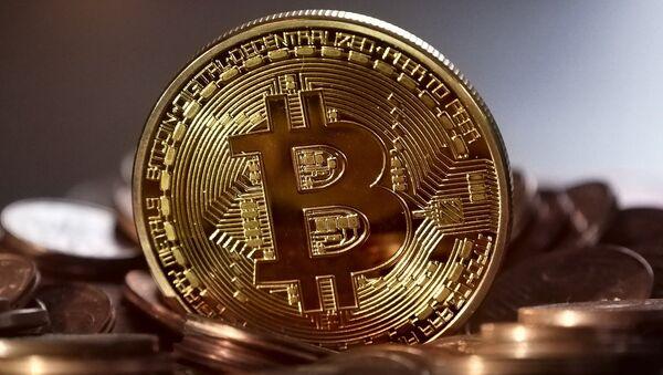 Монета биткоин - Sputnik Грузия