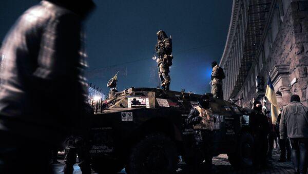 Силы оппозиции и представители органов правопорядка на Майдане Незалежности в Киеве, архивное фото - Sputnik Грузия