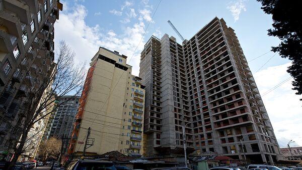 Строительство нового жилого дома в районе Сабуртало в столице Грузии - Sputnik Грузия