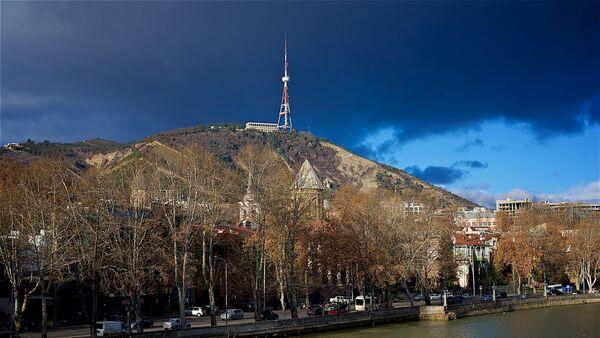 Центр Тбилиси - набережная Куры, Мтацминда и телевышка - Sputnik Грузия
