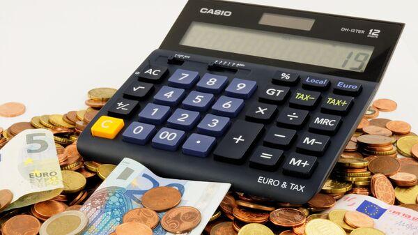 Деньги и каркулятор - Sputnik Грузия