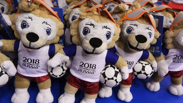 Мягкая игрушка официального талисмана чемпионата мира по футболу 2018 волка Забиваки - Sputnik Грузия