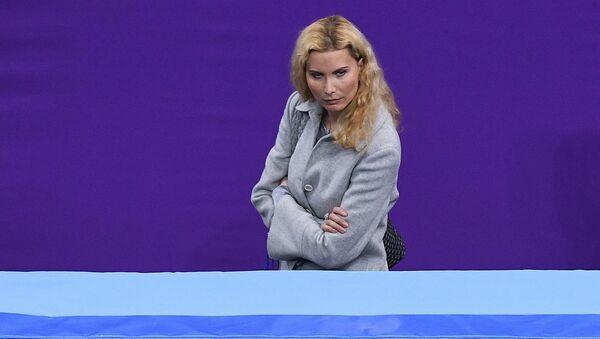 Тренер по фигурному катанию Этери Тутберидзе наблюдает за выступлением Алины Загитовой (Россия) в произвольной программе женского одиночного катания на соревнованиях по фигурному катанию на XXIII зимних Олимпийских играх - Sputnik Грузия