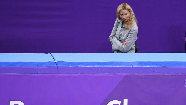 Тренер по фигурному катанию Этери Тутберидзе наблюдает за выступлением Алины Загитовой (Россия) - Sputnik Грузия