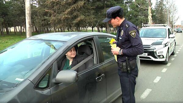 Женщины-водители 8 Марта получили цветы от полицейских - Sputnik Грузия
