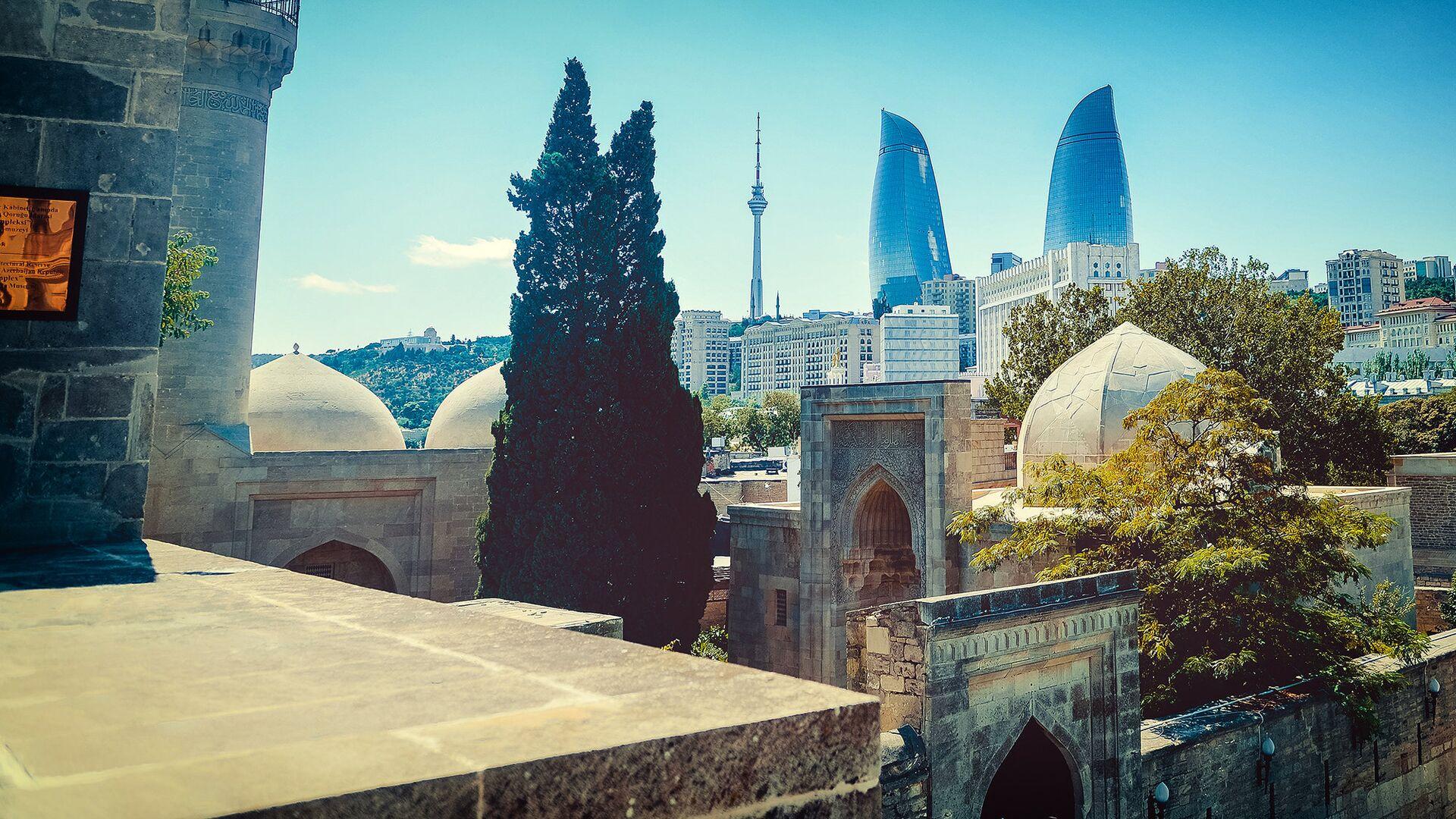 Вид на Пламенные башни в городе Баку - Sputnik Грузия, 1920, 29.09.2021