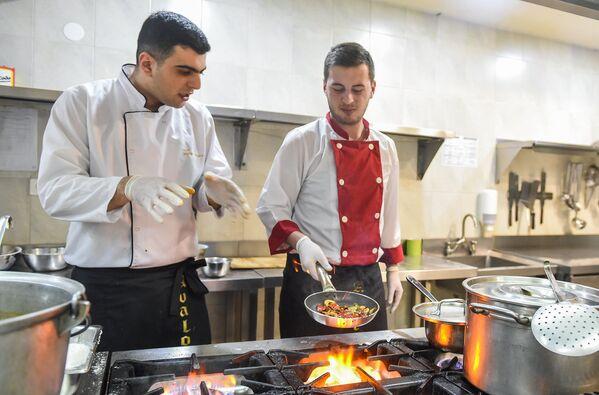 Кулинария - это целая наука, которой подчас надо учиться всю жизнь - Sputnik Грузия