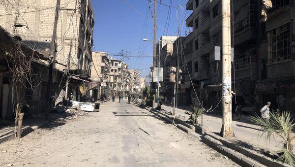 Бронетехника сирийской армии в освобожденном населенном пункте Кафр-Батна в восточной Гуте - Sputnik Грузия