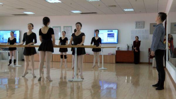 Балетный класс для дам преклонного возраста в Китае - Sputnik Грузия