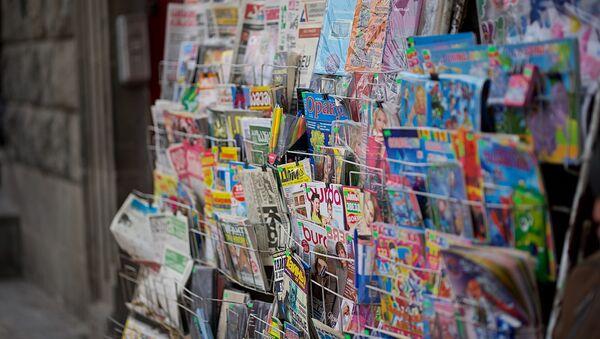 Продажа газет и журналов на улице - Sputnik Грузия