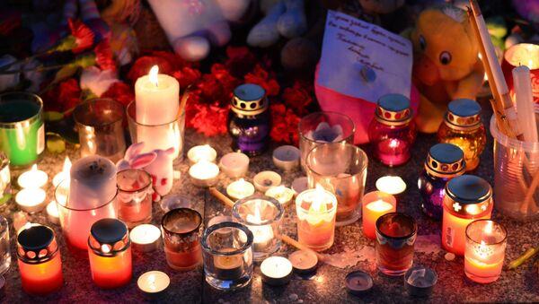 Акции в память о погибших при пожаре в ТЦ Зимняя вишня - Sputnik Грузия