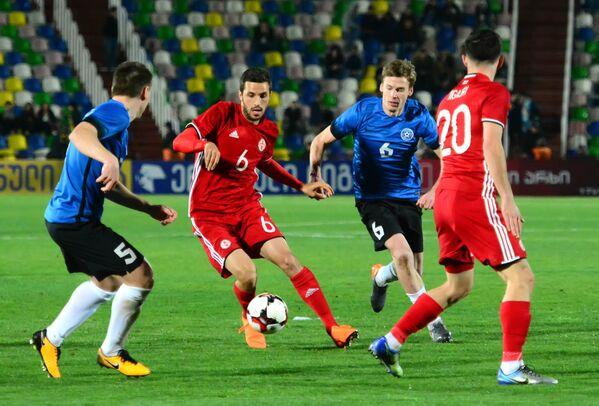 Сборная Грузии уверенно вела в ходе товарищеского матча с командой Эстонии, который состоялся на стадионе имени Михаила Месхи в Тбилиси - Sputnik Грузия
