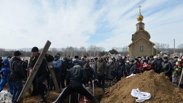 LIVE: Трансляция с церемонии похорон жертв пожара в ТЦ в Кемерово - Sputnik Грузия