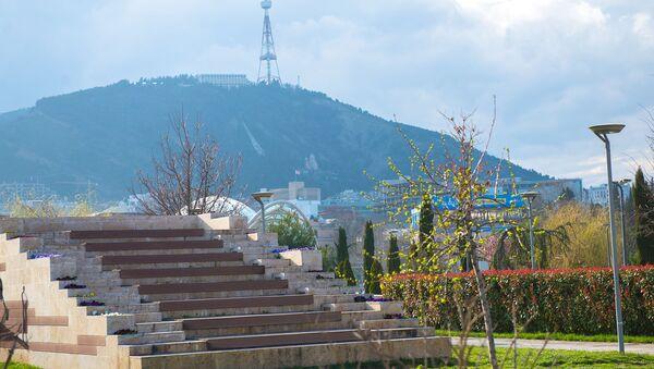 Солнечная погода в столице, парк Рике - Sputnik Грузия
