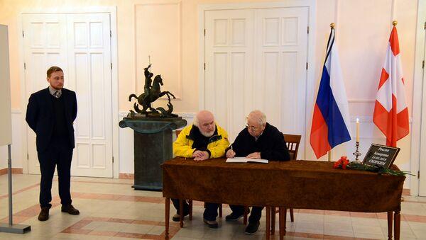 Книга соболезнований в связи с трагедией в Кемерово открылась в Тбилиси - Sputnik Грузия