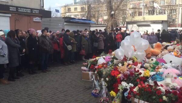 Акции в память о жертвах трагедии в Кемерово в России и за границей - Sputnik Грузия