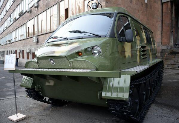 Российский гусеничный снегоболотоход ГАЗ-34039 на международной выставке вооружений и оборонных технологий ArmHiTec-2018 в Ереване - Sputnik Грузия