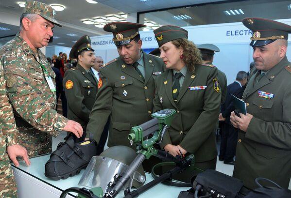 Инженерно-саперная техника и экипировка российского производства на международной выставке вооружений и оборонных технологий ArmHiTec-2018 в Ереване - Sputnik Грузия