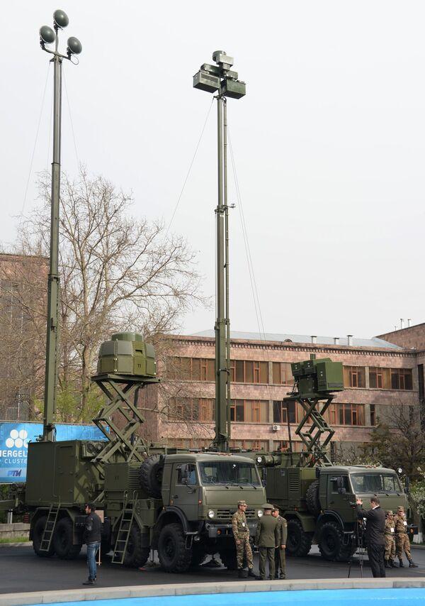 Комплекс пассивной радиотехнической разведкиАвтобаза-М (Белоруссия) на международной выставке вооружений и оборонных технологий ArmHiTec-2018 в Ереване - Sputnik Грузия