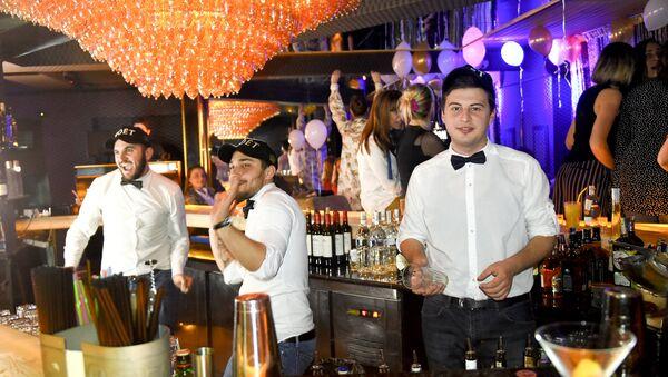 Рубрика : Журналист меняет профессию - бармен - Sputnik Грузия