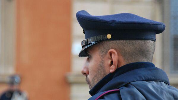 Сотрудник итальянской службы полиции - Sputnik Грузия