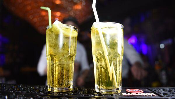 Журналист меняет профессию: бармен в тбилисском ночном клубе - Sputnik Грузия