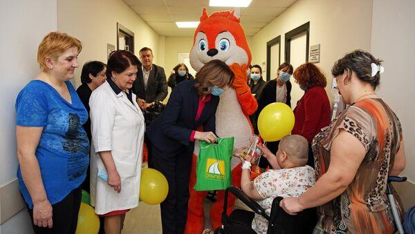 სოლიდარობის ფონდმა ლეიკემიით დაავადებულ პაციენტებს აღდგომის დღესასწაული მიულოცა - Sputnik საქართველო