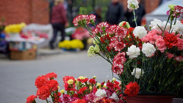 Продажа цветов на улице - Sputnik Грузия
