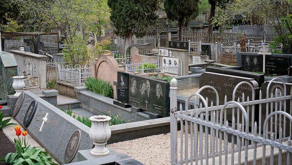 Кукийское кладбище - могилы и надгробья - Sputnik Грузия