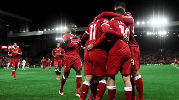 Игроки ФК Ливерпуль радуются победе в матче группового этапа Лиги Чемпионов - Sputnik Грузия