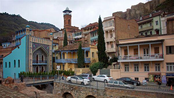 Вид на мечеть и серные бани в районе Абанотубани в Тбилиси - Sputnik Грузия